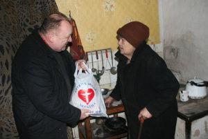 Utdelning av matpaket i Ukraina